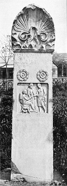 218px-Kerameikos_Stele_der_Euphrosyne_(Der_Friedhof_am_Eridanos,_Abb._71)